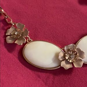 Smooth stone necklace 4 pink / cream flowers